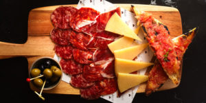 charcuterie and cheese tapas in el tapeo